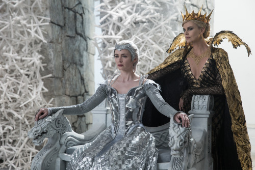 the-huntsman-winters-war-emily-blunt-charlize-theron